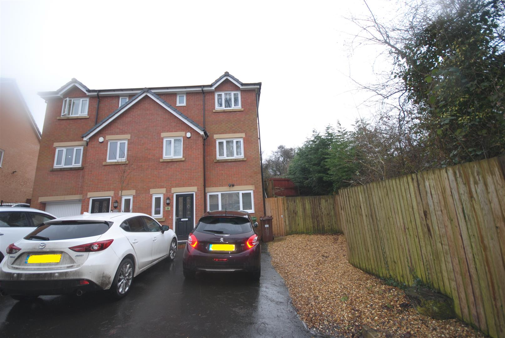 3 Bedrooms Semi Detached House for sale in Bradley Close, Standish, Wigan